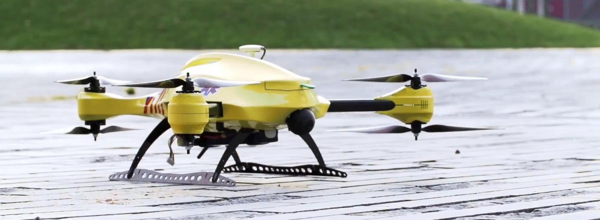 flying ambulance drone tu delft save lifes heartattack quick respond