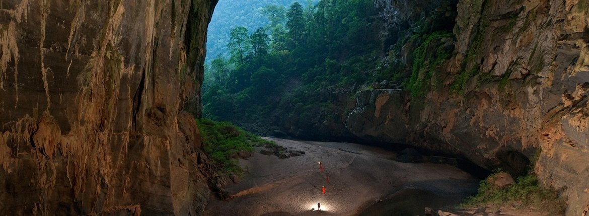 drone films hang son doong