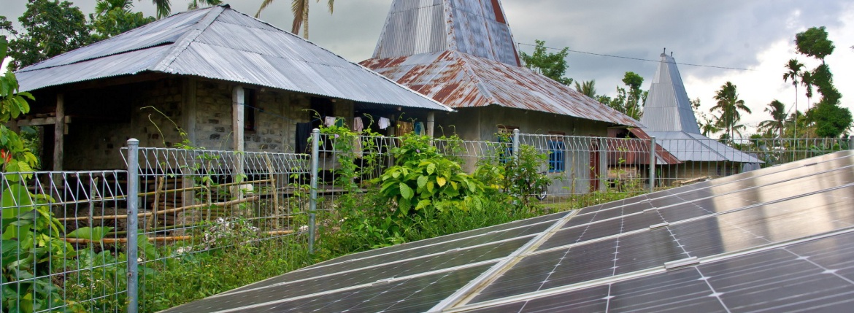 expedtion sumba solar panels hivos aeret